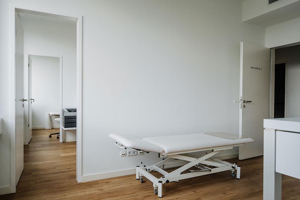 Orthopädie Friedrichshain - Bartholomäus Gabrys - Standorte - Behandlungsraum